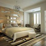 Спальня с резной перегородкой