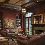 Темно-коричневая гостиная в английском стиле
