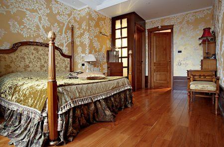 Пол с древесным рисунком в спальне