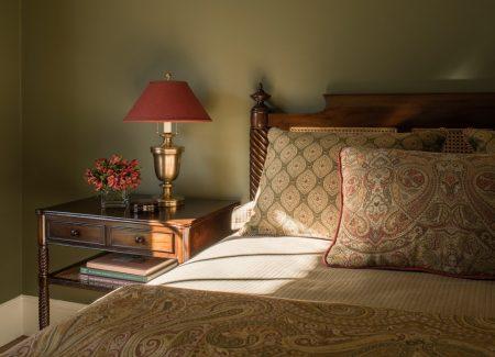 Современная спальня в английском стиле