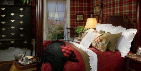 Шотландская клетка в интерьере спальни