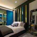 Спальня с цветной отделкой