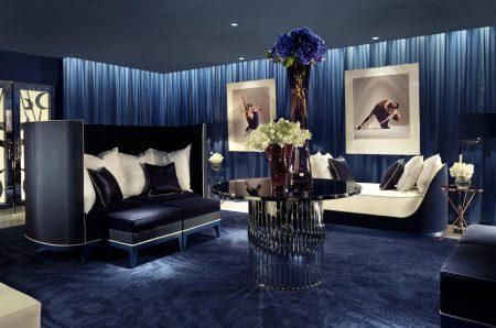 Ультрамарин в дизайне современной английской комнаты
