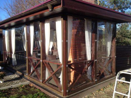 Как подобрать гибкие окна для открытой пристройки дома